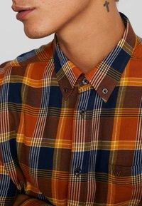 Wrangler - Košile - nutmeg brown - 4