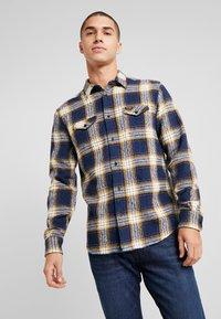 Wrangler - FLAP - Skjorta - dress blue - 0