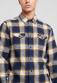 Wrangler - FLAP - Skjorta - dress blue - 4