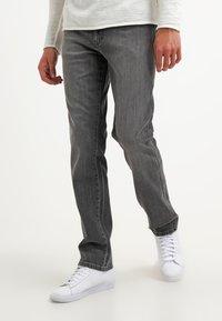 Wrangler - TEXAS STRETCH - Straight leg jeans - graze - 0