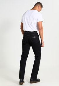 Wrangler - TEXAS STRETCH - Straight leg jeans - raven - 2