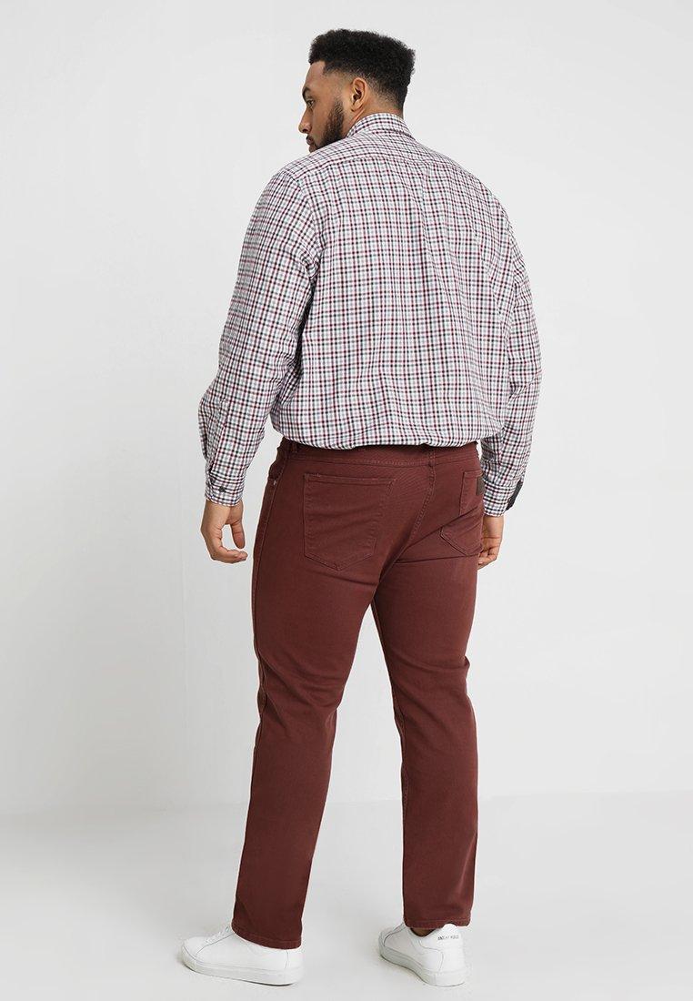 Wrangler - GREENSBORO - Jeans straight leg - red mahogany