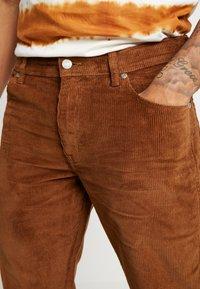 Wrangler - TEXAS - Pantalones - russet brown - 5