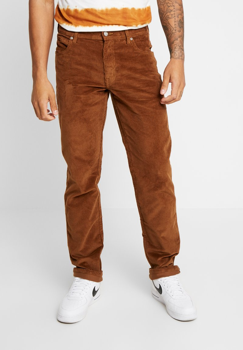 Wrangler - TEXAS - Pantalones - russet brown