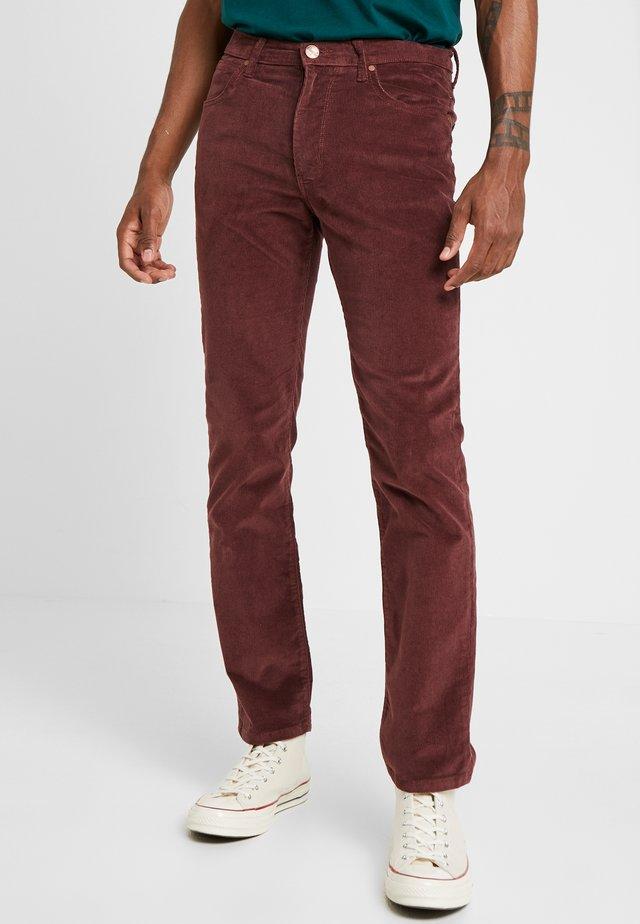 ARIZONA - Spodnie materiałowe - red mahogany