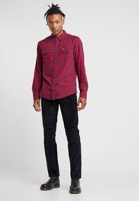 Wrangler - GREENSBORO - Jeans Straight Leg - dark navy - 1