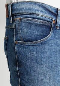 Wrangler - LARSTON - Jeansy Slim Fit - blue - 3