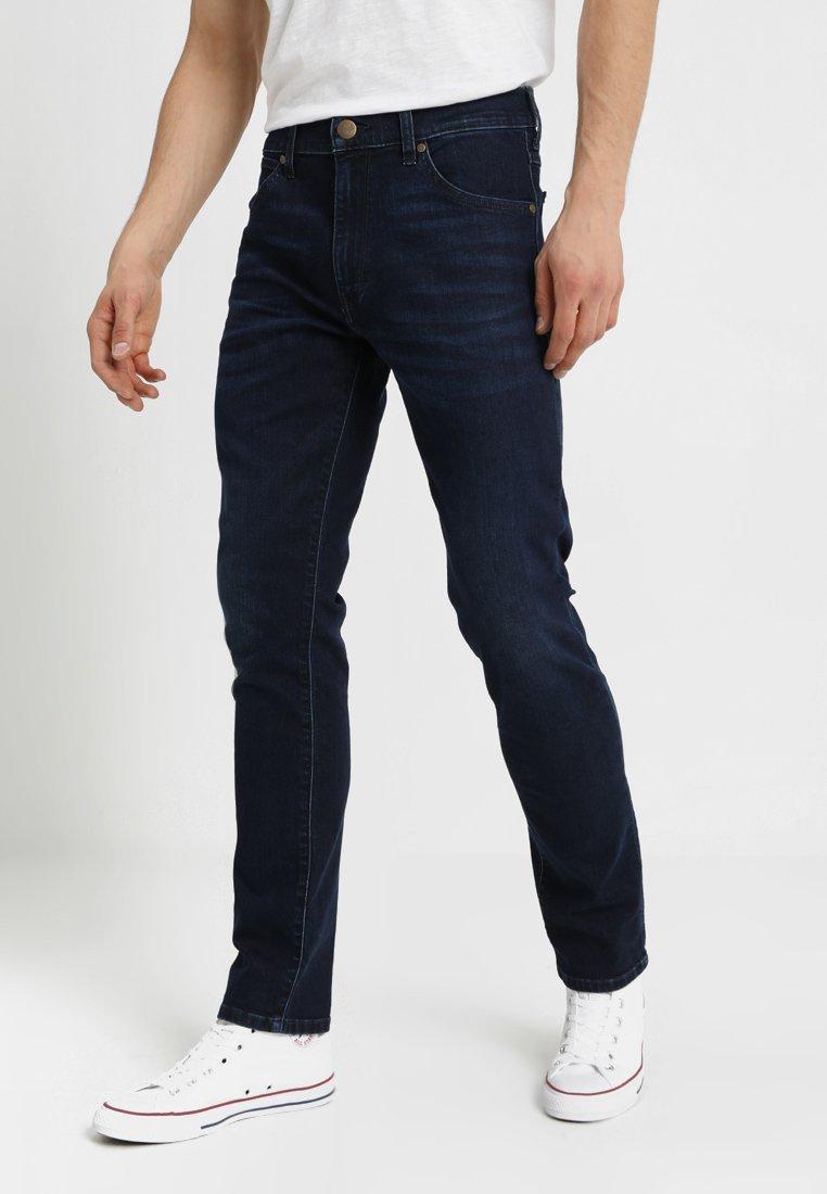 Wrangler - LARSTON - Jeans Slim Fit - soft hill