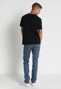 Wrangler - GREENSBORO - Straight leg jeans - midstone - 2