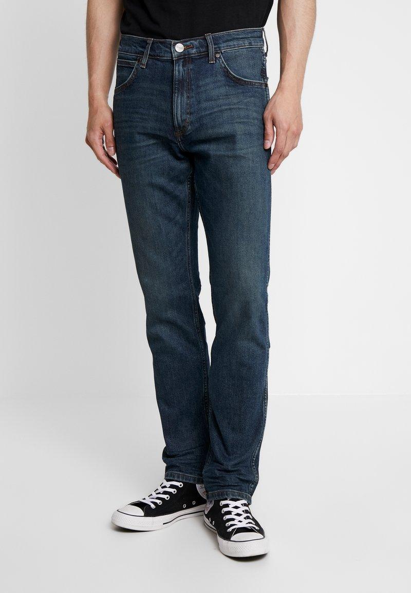 Wrangler - GREENSBORO - Straight leg jeans - green night