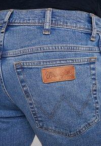 Wrangler - TEXAS - Jeansy Straight Leg - blue yard - 4