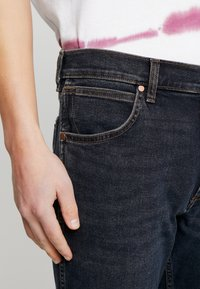 Wrangler - GREENSBORO - Jeans straight leg - smooth criminal - 5
