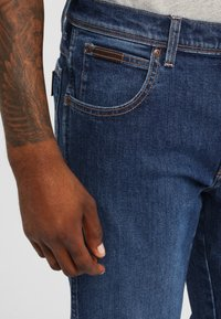 Wrangler - TEXAS - Jeansy Straight Leg - soft power - 3