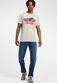 Wrangler - TEXAS - Jeansy Straight Leg - soft power - 1