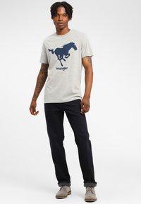 Wrangler - TEXAS - Jeansy Straight Leg - blue - 1