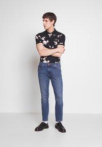 Wrangler - LARSTON - Slim fit jeans - blue fest - 1