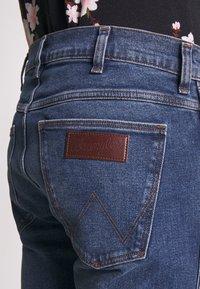Wrangler - LARSTON - Slim fit jeans - blue fest - 5