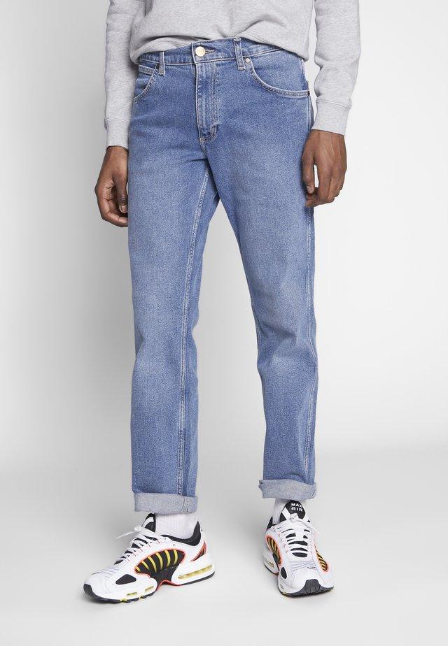 GREENSBORO - Jeans Straight Leg - blue stones
