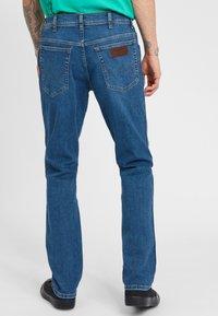 Wrangler - TEXAS - Jeansy Slim Fit - blue - 2