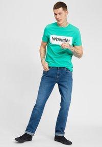 Wrangler - TEXAS - Jeansy Slim Fit - blue - 1
