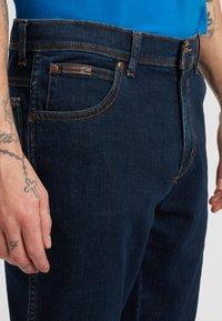 Wrangler - TEXAS - Jeansy Slim Fit - dark blue - 3