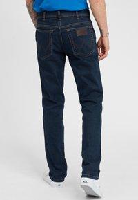 Wrangler - TEXAS - Jeansy Slim Fit - dark blue - 2