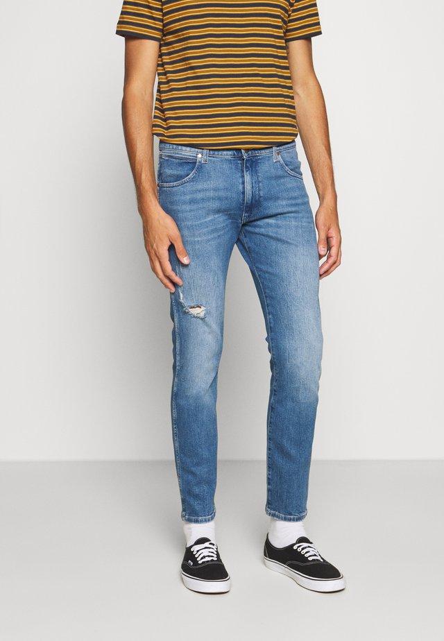 LARSTON - Jeans slim fit - happy days