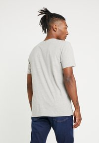 Wrangler - T-shirt z nadrukiem - mid grey melange - 2