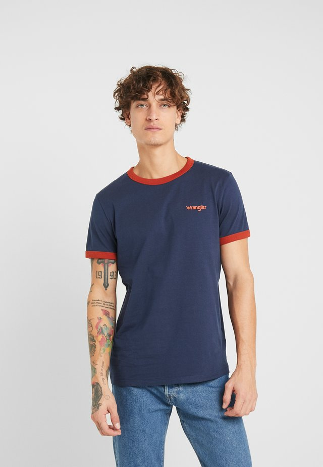 RINGER TEE - T-shirt z nadrukiem - dress blue
