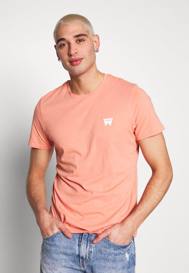 SIGN OFF  - T-shirt basic - melon orange