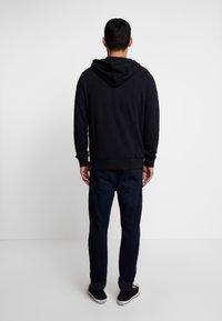 Wrangler - SIGN OFF ZIPTHRU - veste en sweat zippée - black - 2