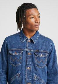 Wrangler - Kurtka jeansowa - blue - 4