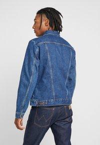 Wrangler - Kurtka jeansowa - blue - 2