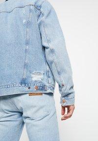 Wrangler - REGULAR - Veste en jean - blue hawaii - 6