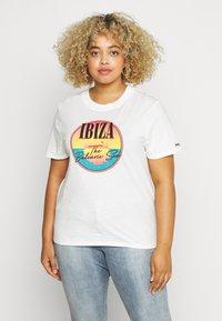 Wrangler Plus - HIGH REGULAR TEE - T-shirt med print - off white - 0