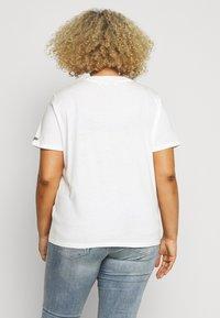 Wrangler Plus - HIGH REGULAR TEE - T-shirt med print - off white - 2