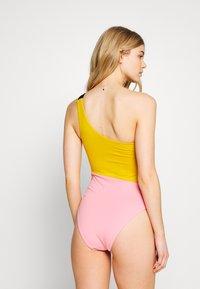 Women Secret - SWIMSUIT REMOVABLE PAD - Swimsuit - bamboo - 2
