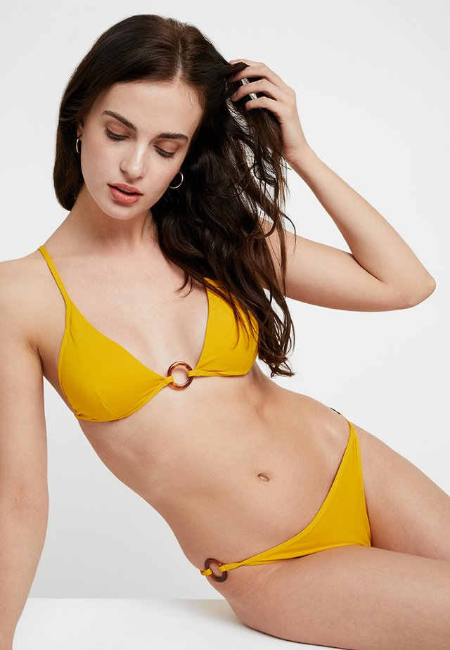 CAREY GATHERED REMOVABLE PAD - Bikinitop - mustard