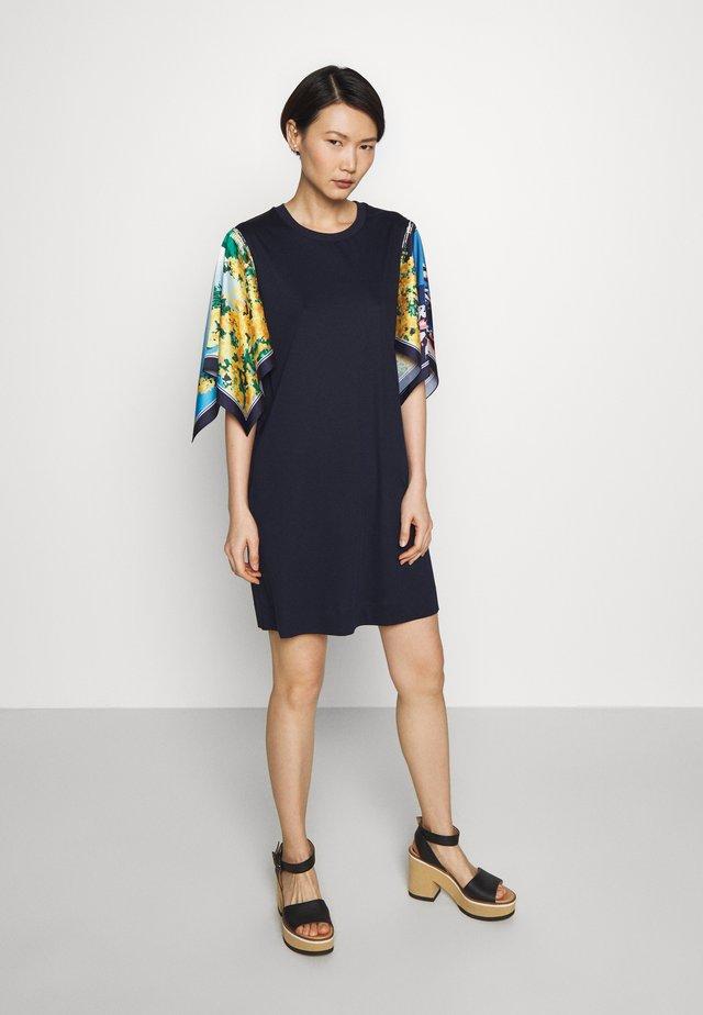 SOCRATE - Sukienka z dżerseju - ultramarine
