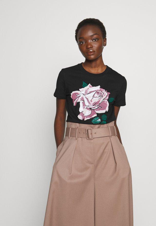 JESONE - T-shirt med print - schwarz