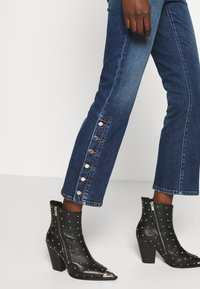 Sportmax Code - BETULLA - Flared Jeans - scurro used - 3