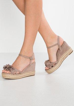 Sandales à talons hauts - taupe