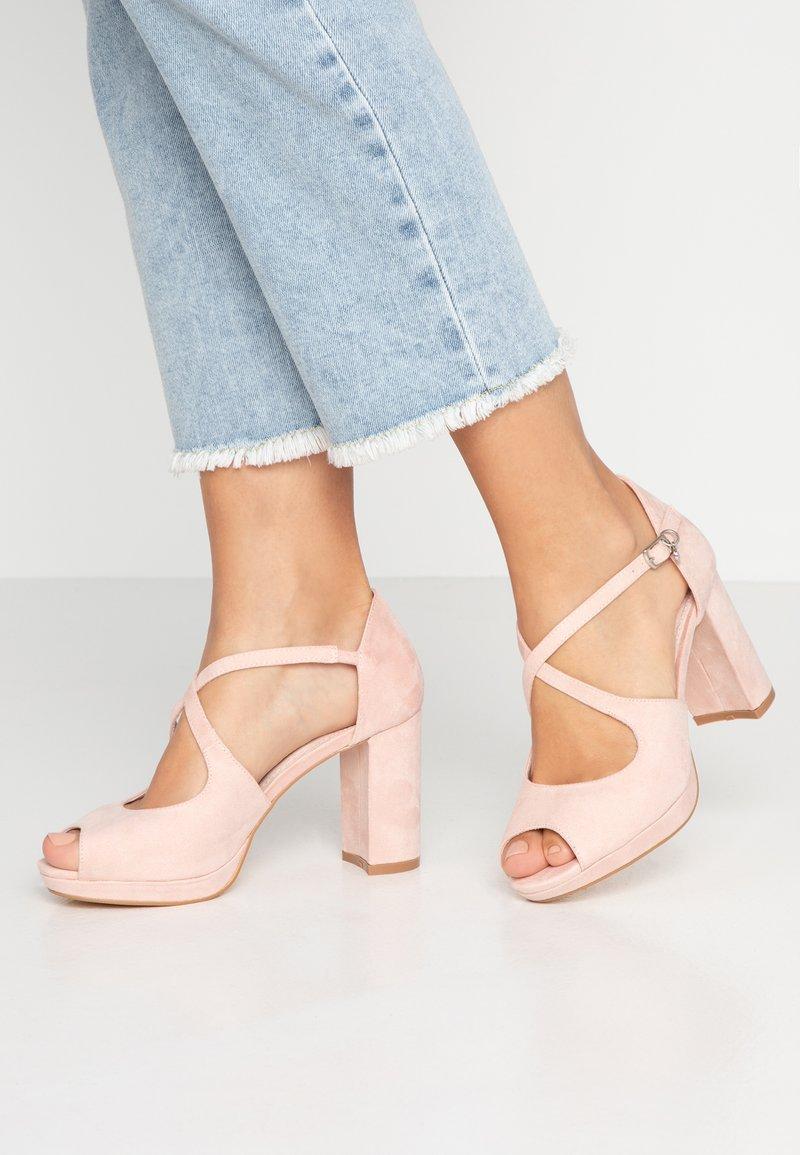 XTI - Sandály na vysokém podpatku - nude