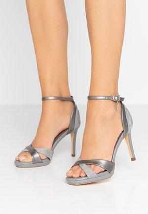 Sandaler med høye hæler - plumb
