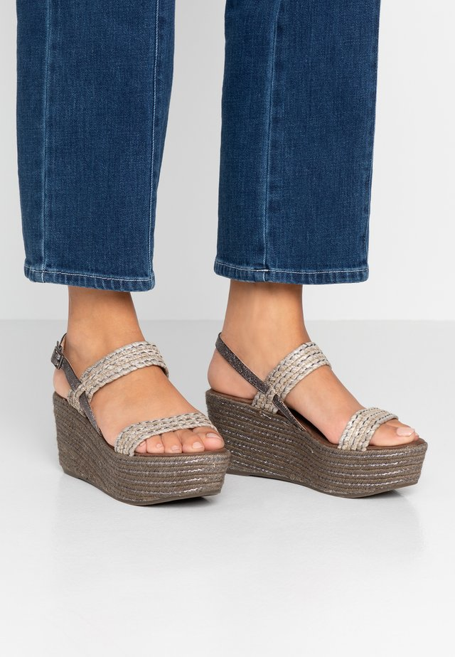 Plateausandalette - taupe