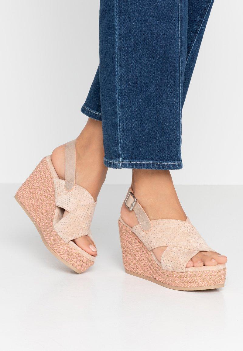 XTI - Korolliset sandaalit - nude
