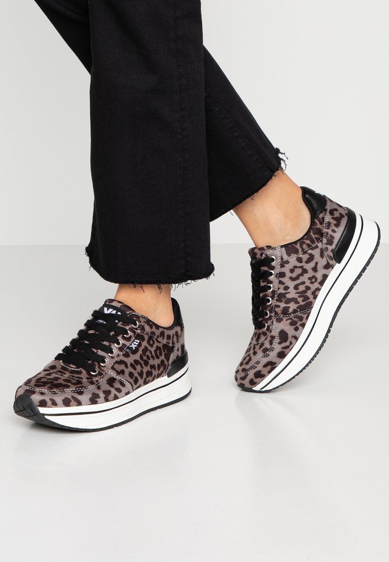 XTI - Sneakers - black