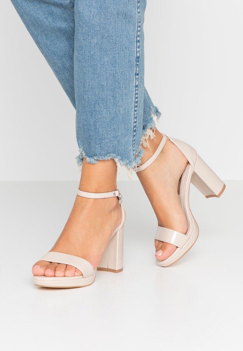 XTI - Sandály na vysokém podpatku - sand