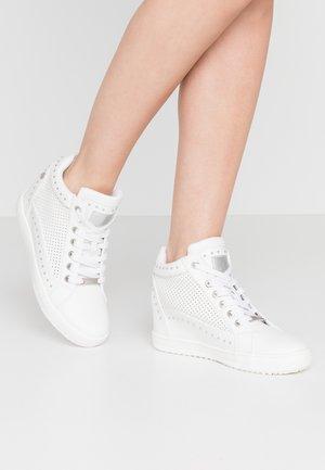 Baskets montantes - white
