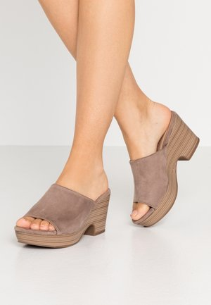 Clogs - taupe